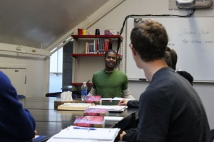 Theater actor Jimonn Cole visits Upper School Shakespeare classes