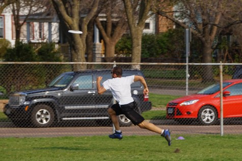 Ultimate Frisbee team loses first test against St. Paul Central