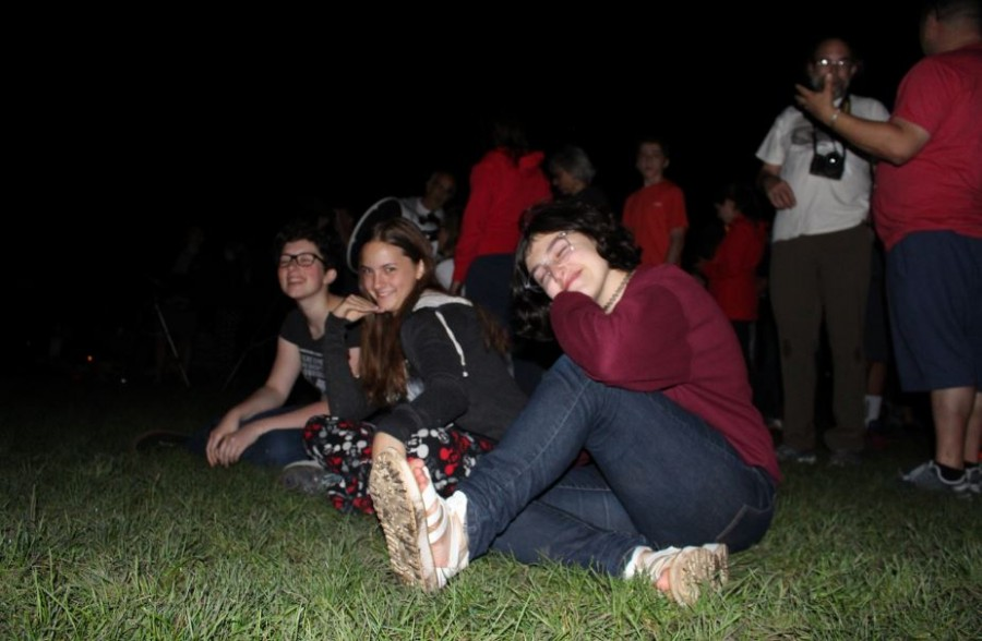 Senior+Tessa+Rauch%2C+sophomore+Tess+Hicks%2C+and+sophomore+Mira+Zelle+enjoy+the+sight+of+the+supermoon.+The+supermoon+occured+on+Sept.+29+2015.+