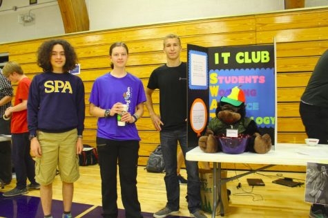 New students check out what Thursdays have to offer at Clubs Fair