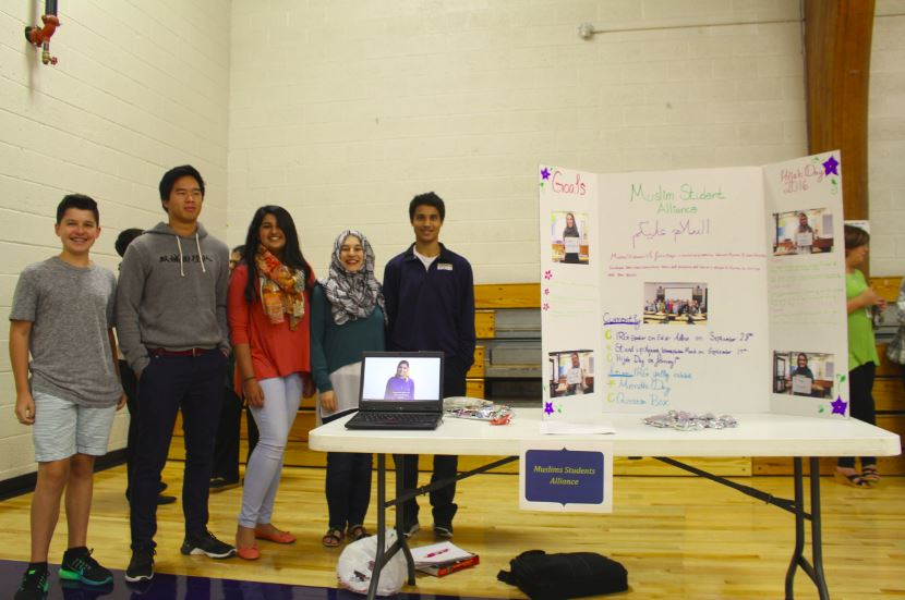 Muslim+Student+Alliance+members+pose+with+Co-Presidents+Tabeer+Naqvi+and+Noor+Qurieshy.