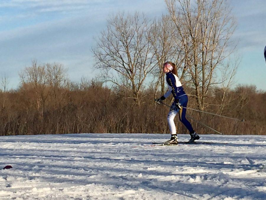 9th+grader+Lauren+Dieperink+makes+her+way+over+the+crest+of+the+hill+in+the+JV+race+at+Highland+Park+in+Bloomington.