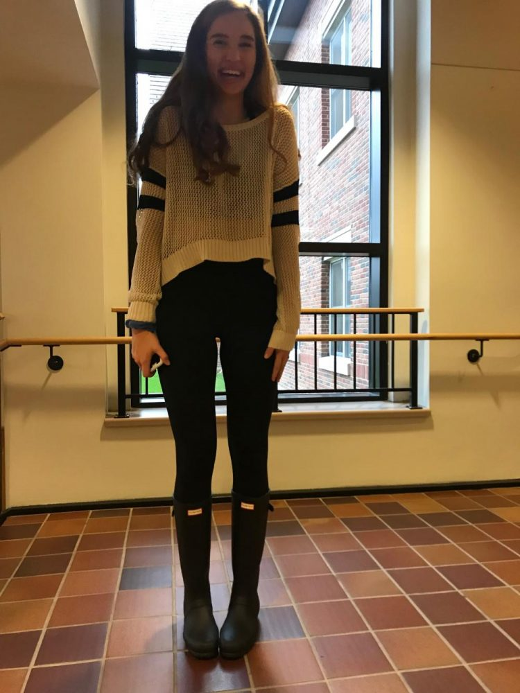 Junior+Blythe+Rients+wears+an+Urban+Outfitters+sweater%2C+Lulu+Lemon+leggings%2C+and+hunter+boots.