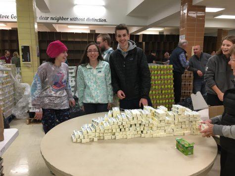 Students celebrate Thanksgiving through volunteer work