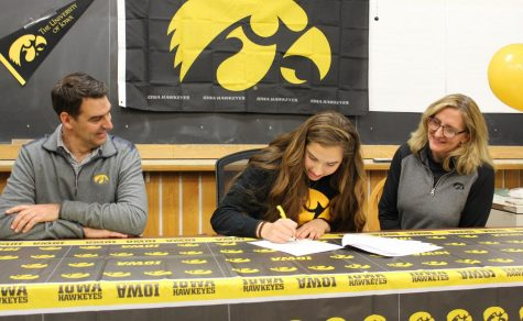 Rients signs to play D1 volleyball with the University of Iowa