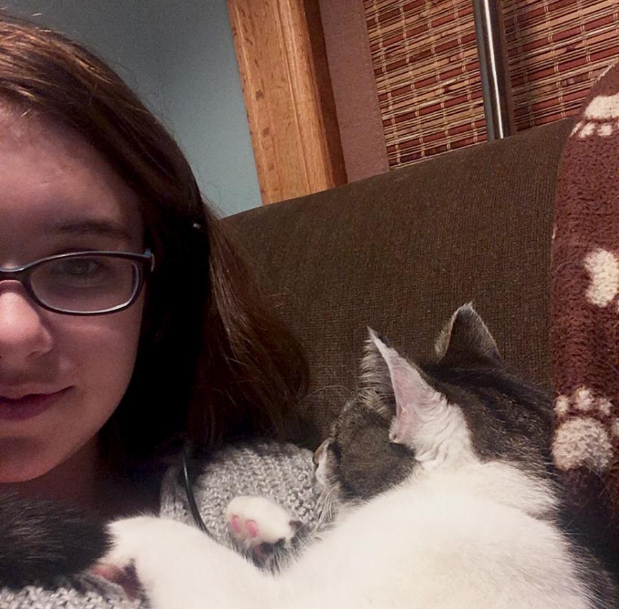 Sophomore+Adeline+DeHarpporte+with+her+cat+Fen.