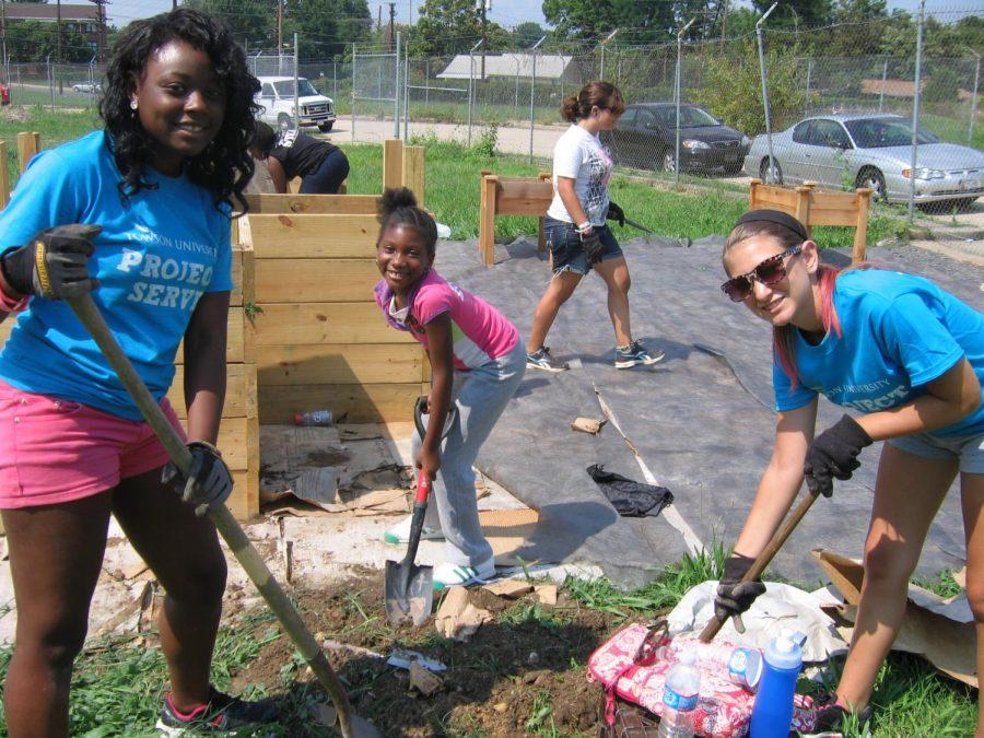 Students+volunteering.%0APhoto+Credits+%0ATana+Ososki+%0ATaken+on+June+23rd+in+Houston+Texas.+
