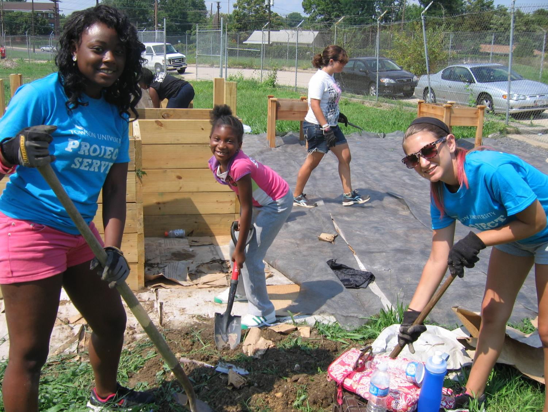 Students volunteering. Photo Credits  Tana Ososki  Taken on June 23rd in Houston Texas.