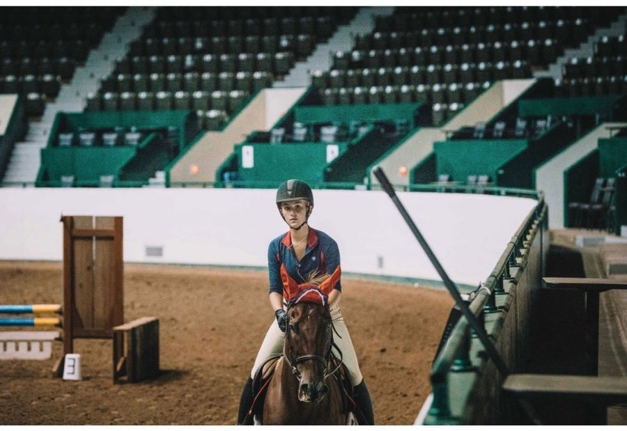 Junior+Saffy+RIndelaub+at+her+show+in+the+state+fair.+%22I%E2%80%99ve+been+riding+at+the+State+Fair+for+the+past+four+years%2C+and+it%E2%80%99s+definitely+something+I+want+to+continue+to+do%2C%22+Rindelaub+said.