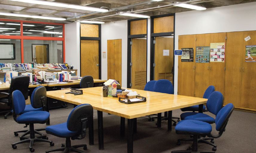 The math area sits, devoid of tutors or students seeking assistance, during a Thursday tutorial period. This illustrates two problems with the current situation: lack of participation by tutors, and lack of demand for their services.