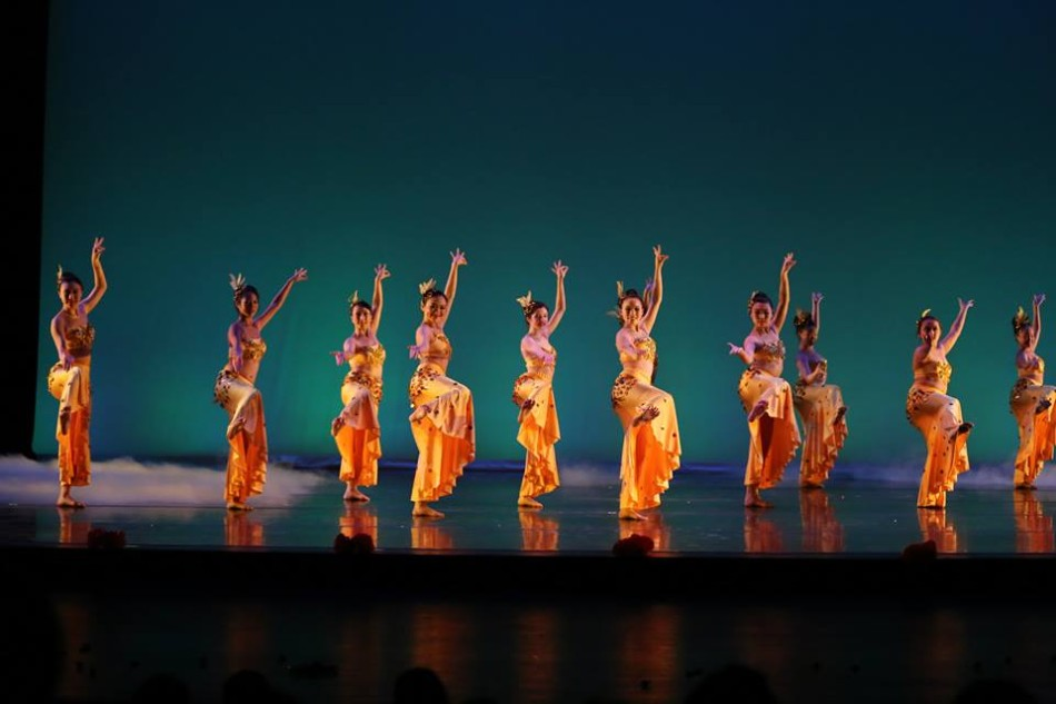 Senior+Cynthia+Zheng+participates+in+dance+both+in+and+out+of+school.+%22Dancing+has+become+a+necessity+%5Bto+me%5D%2C%22+Zheng+said.+