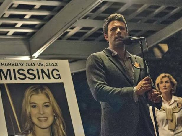 Nick Dunne (Ben Affleck) and Amy Dunne (Rosemund Pike) play a married couple just about to celebrate their five year anniversary when Amy goes missing.