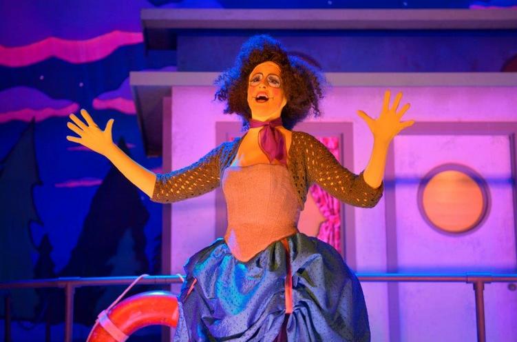 Andrea Krollenberg as Edna Krabappel narrates a bizarre theatrical reenactment of the famed Simpsons episode