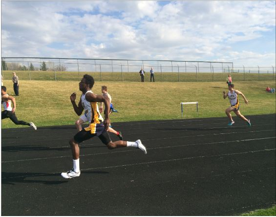 """Junior dalante peyton sprints in a race on April 16. The match was at Mounds Park Academy versus Mounds Park Academy and Minnehaha Academy. """"Support from captains, teammates, and fans during and after the race is kinda cool,"""" sophomore Kyle Ziemer said."""