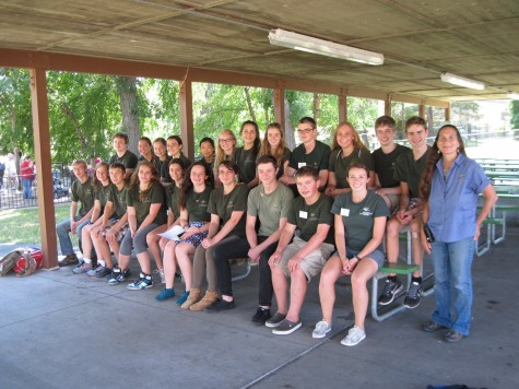 Sophomore Hannah Stanley (back row, sixth from the right) and other Nature Walk volunteers.