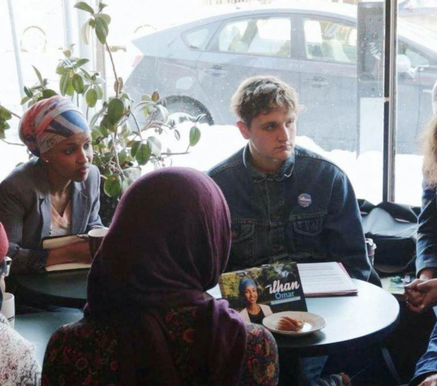 State+Representative+hopeful+Ilhan+Omar+and+Student+Outreach+Director+Noah+Shavit-Lonstein+meet+constituents+at+Espresso+Royale+in+Dinkytown.+%E2%80%9CI%E2%80%99ve+had+a+lot+of+success+getting+students+to+support+Ilhan.+People+our+age%2C+I+think%2C+are+very+tired+of+politicians+who+have+been+making+decisions+for+a+long+time+without+much+input+%5Bfrom+constituents%5D%2C%E2%80%9D+Shavit-Lonstein+said.