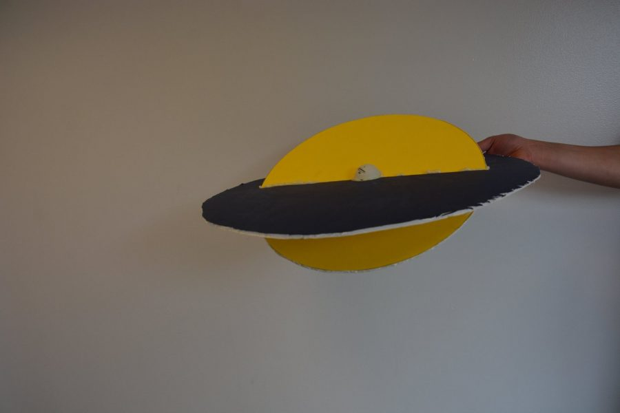 A model of Venus' transit made by Heilig shows the planes of Earth and the planet in transit, as well as the two points at which transit can occur.
