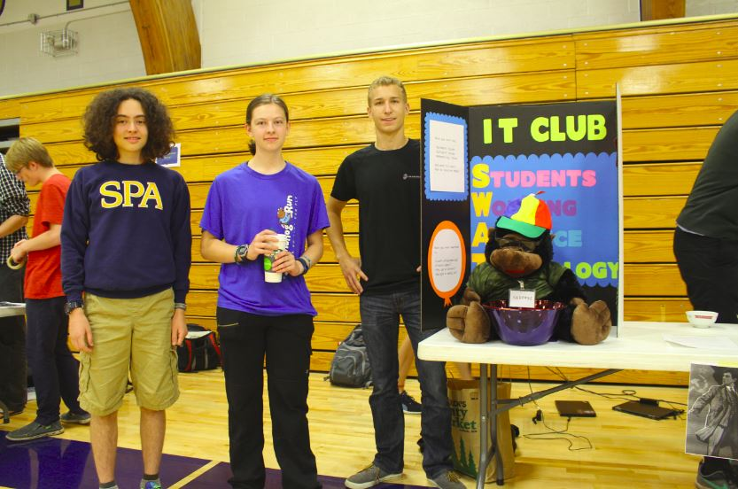 Leaders from the IT Club let prospective members know that they'll work to make the community more tech-savvy this year.
