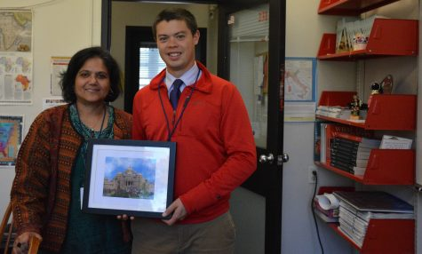 Upper School History teachers Sushmita Hodges and Ryan Oto are chaperoning the Spring 2017 India trip. Students will explore