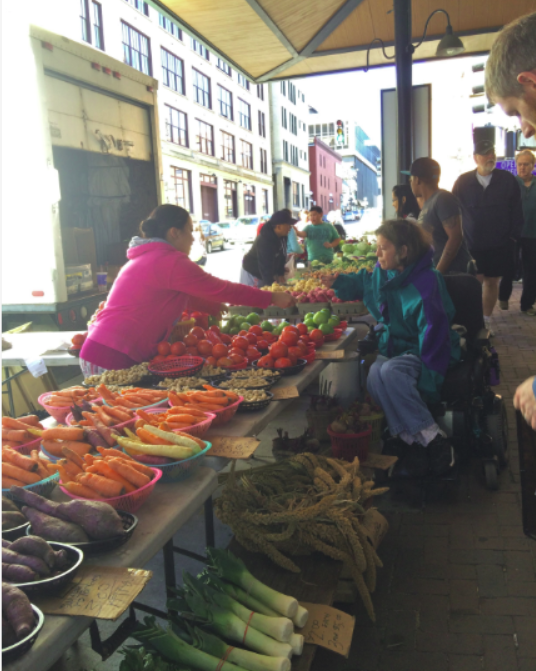This fall T the St. Paul Farmer's Market you can expect to find many apples, potatoes, onions, gourds, pumpkins and many more seasonal crops.
