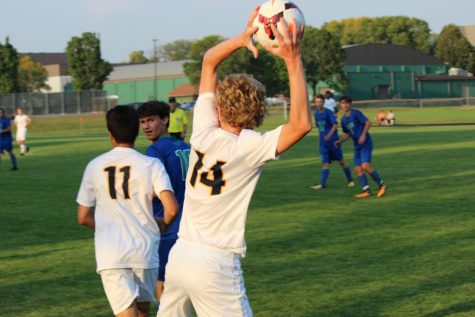 Junior Ben Carlsson prepares to throw in the ball.