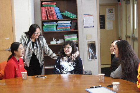 Chinese Olympians visit, talk sports and culture with students