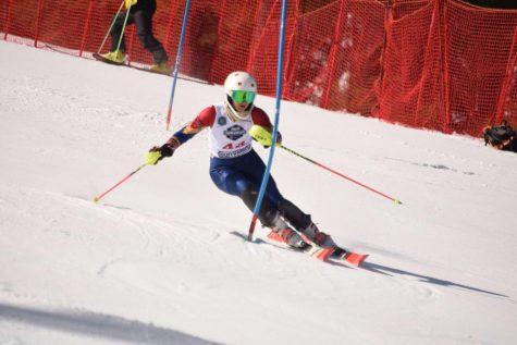 Junior Bailey Donovan skiing downhill at Junior Nationals.