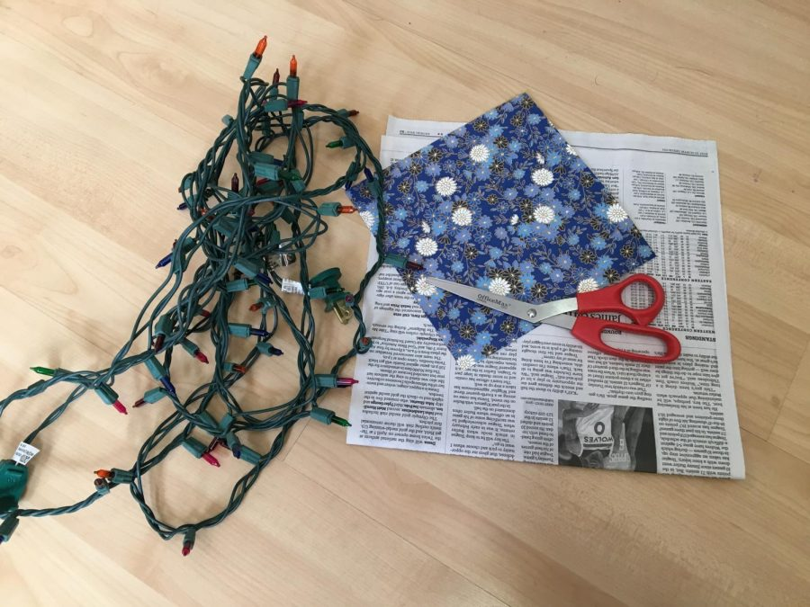 Step+1.+Assemble+necessary+supplies%3A+scissors%2C+old+papers+%28this+demo+used+newspaper+and+wrapping+paper+scraps%29%2C+and+a+string+of+twinkly+lights.+