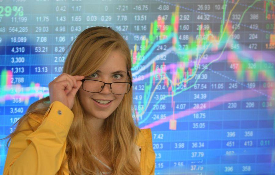 PHOTO ILLUSTRATION: Junior Sydney Therien analyzes market trends.