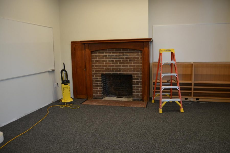 Renovation+at+SPA+has+been+going+continually+since+last+year%2C+but+some+things+stay+the+same.+This+fireplace+from+the+original+building+back+in+1900+is+preserved+in+the+Old+Main+classroom.
