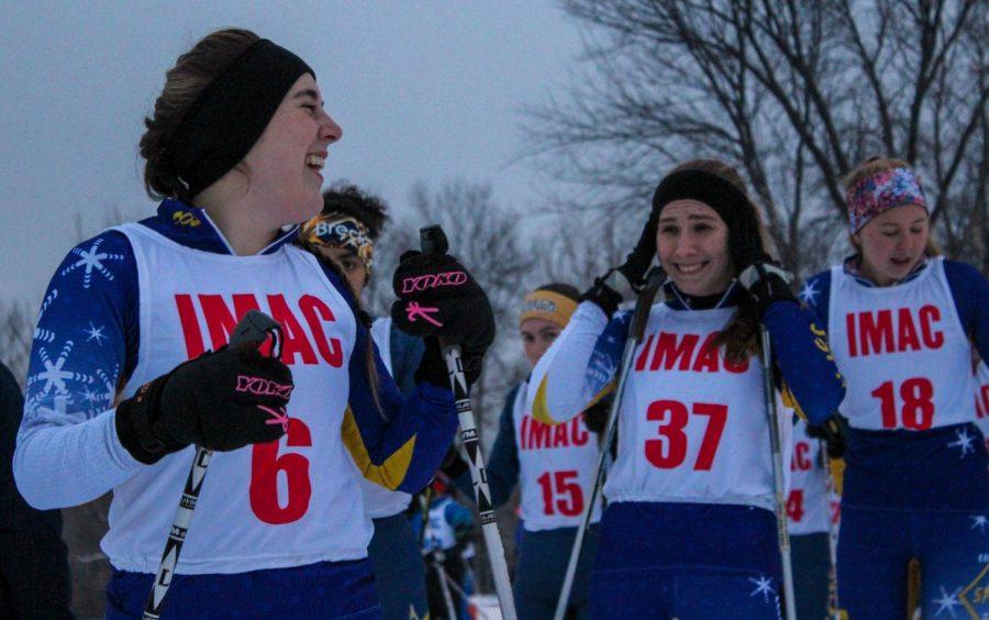 The+varsity+girls+team+telling+jokes+before+the+race.