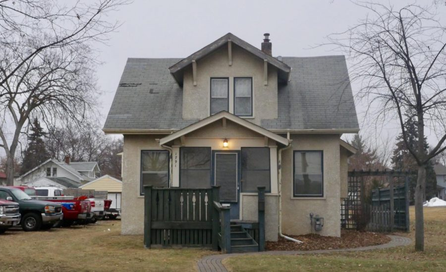 A picture of one of the rental houses in front of SPA.