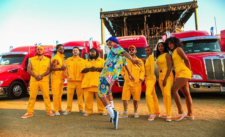 Paak has a big team; he has background vocals on almost every track and a band. Picture from his set at Coachella (Apr. 12, 2019).