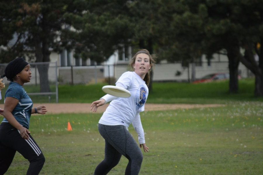 Sophomore Allison Audette throws the Frisbee.