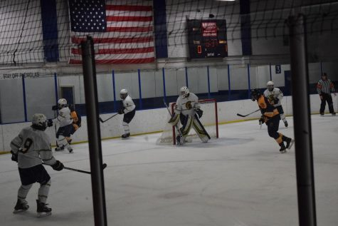 Boys hockey loses to rival Mahtomedi