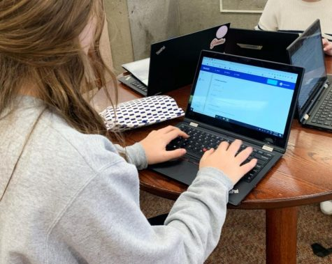 SPA offers four different languages, Spanish, German, French, and Chinese. Students from all different languages can use Quizlet, including ninth-grader Riley Erben who uses Quizlet to study for her French class.