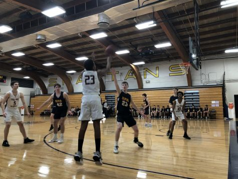 Boys basketball defeats Eagle Ridge with ease