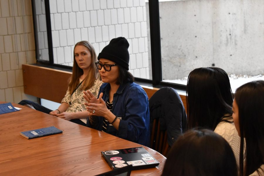 Author Su Hwang discusses her book with students
