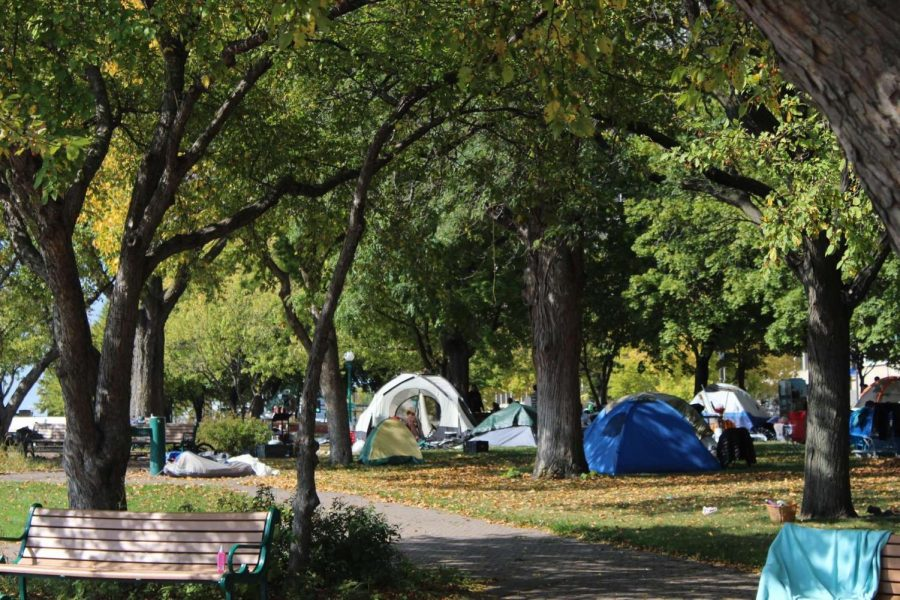 A+homeless+%22tent+city%22+located+near...in+downtown+St.+Paul+