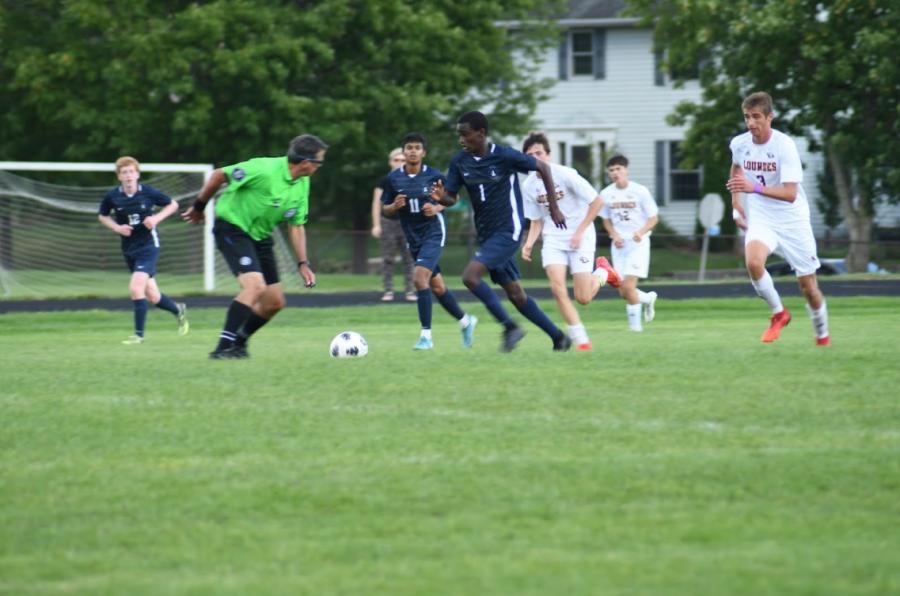 Freshmen Ezra Straub dribbles past a defender.
