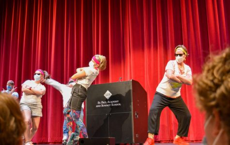 Faculty surprises students with a flash mob at assembly